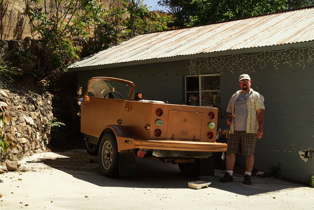 Holly Sanders and his tree wells car. Bisbee, Arizona, 1015.