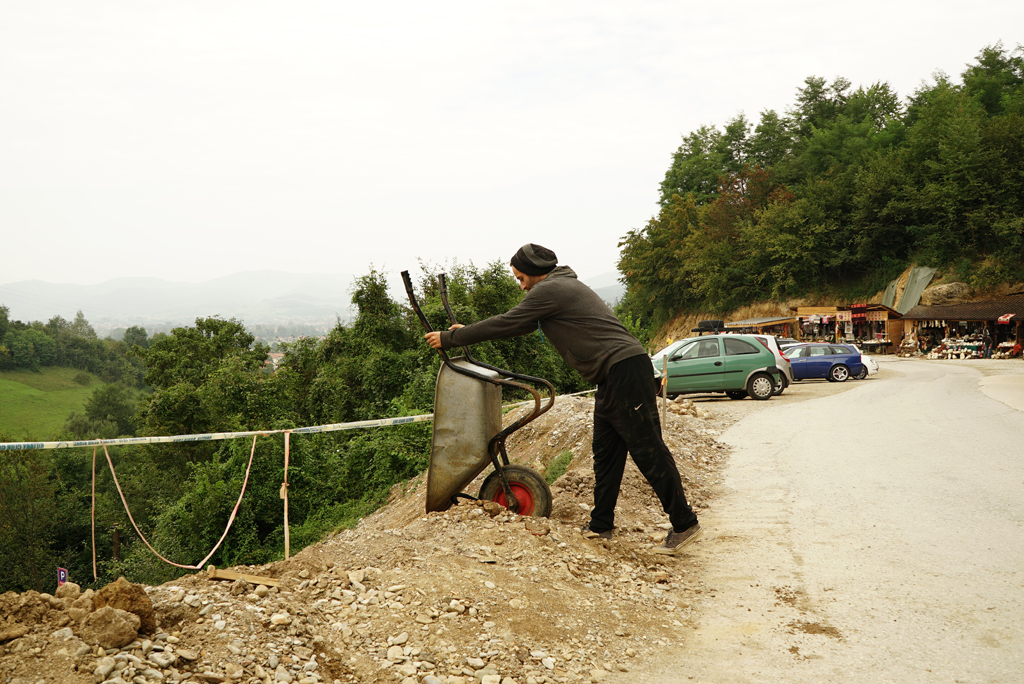 Volunteer bringing out refill material from the Tunnel Ravne, Sep. 2016.